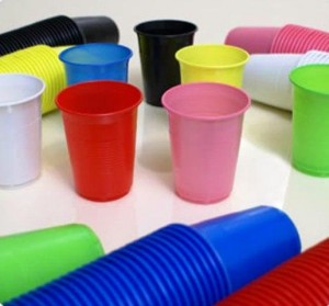 como reciclar copos descartáveis?