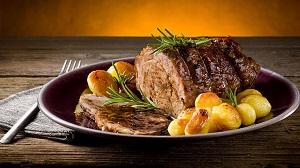 Carne assada com batatas