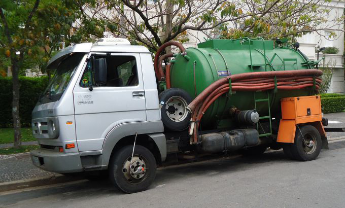 Caminhão da Desentupidora Sampex para realizar o Hidrojateamento
